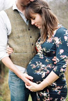 Inspiration For Pregnancy and Maternity : maternity picture ideas baby bump photos - Photography Magazine Maternity Photography Poses, Maternity Poses, Maternity Portraits, Pregnancy Photography, Couple Maternity Photos, Natural Maternity Photos, Winter Maternity Pictures, Photography Ideas, Winter Maternity Photos