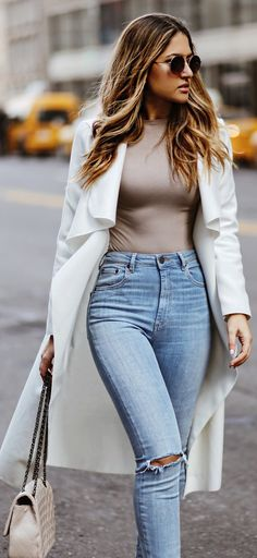 White Trench / Light Brown Top / Bleached Skinny Denim