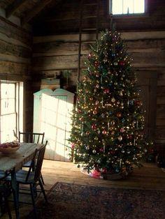 old fashioned Christmas tree Cabin Christmas, Magical Christmas, Noel Christmas, Rustic Christmas, Beautiful Christmas, Winter Christmas, Christmas Photos, Vintage Christmas, 1980s Christmas