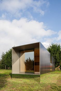 Portuguese prefabricated housing firm Mima Housing recently unveiled its latest design, the Mima Light. Featuring a mirrored base section that makes it appear to float in mid-air, the compact prefab comes in multiple sizes and configurations, including the ability to run off-the-grid.