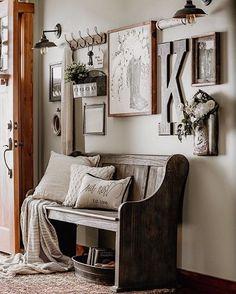home decor recibidor nicole Rustic Decor, Farmhouse Decor, Antique Farmhouse, Farmhouse Bench, Interior Decorating, Interior Design, Inspiration Wall, Entryway Decor, Entrance Foyer