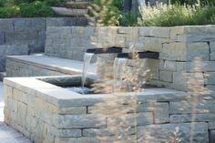 Rohrschacher Sandstein, Fugenklasse I, Moderner Brunnen mit unterirdischem Wasserreservoir in die #Trockenmauer integriert / #Drystonewall #masonry