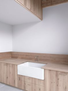 Image 12 of 22 from gallery of Park Corner Barn / McLaren Excell. Courtesy of McLaren Excell Barn, Interior Design, Furniture Making, Home Decor Kitchen, Minimalism Interior, Open Plan Living Room, Interior, Bespoke Furniture, Kitchen Design