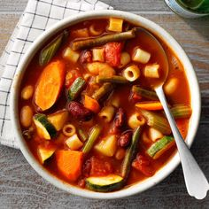 There's nothing quite like the comfort of warm, homemade soup, and it's even better when your slow cooker will do most of the work for you! This slow-cooker minestrone is easy to put together, but … Slow Cooker Recipes, Crockpot Recipes, Soup Recipes, Cooking Recipes, Healthy Recipes, Barbecue Recipes, Oven Recipes, Chili Recipes, Easy Cooking