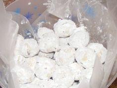 pecan sandies     http://bakingmemorieslast.com/2012/01/pecan-sandies-2/#