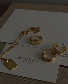 Cream Aesthetic, Gold Aesthetic, Classy Aesthetic, Aesthetic Vintage, Dainty Jewelry, Cute Jewelry, Gold Jewelry, Jewelry Accessories, Unique Jewelry