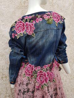 Stevie Nicks, Remake Clothes, Denim Jacke, Jeans Refashion, Altered Couture, Embellished Jeans, Denim And Lace, Denim Outfit, Denim Fashion