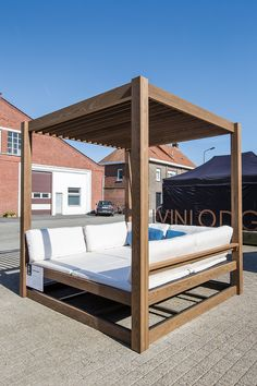 The European oak and beech specialist Carpentier offers various products such as beams, decking boards, waney-edged & square-edged boards and timber cladding. Diy Daybed, Daybed Canopy, Backyard Patio, Backyard Landscaping, Outdoor Garden Furniture, Outdoor Decor, Modern Gazebo, Cabana, Outdoor Daybed