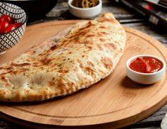 Φτιάχνουμε το πιο νόστιμο καλτσόνε και δεν θέλουμε να τελειώσει | Jenny.gr Pizza, Cheese, Cooking, Food, Kitchen, Essen, Meals, Yemek, Brewing
