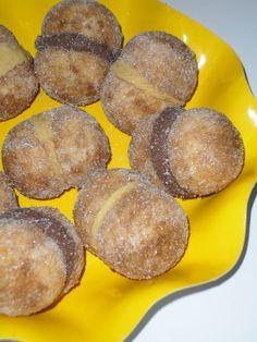 le ricette in cucina di patatina: pasticceriaper circa 30 pesche medio-grandi: 2 uova 100 gr di zucchero 100 gr di burro 1/3 di bicchiere di latte 400/450 gr di farina molini pivetti 1/2 bustina di lievito (basta ma potete anche metterne una intera) per decorare liquore al cioccolato mirco della vecchia (una bottigliettina) caffè (circa 2 -3 tazzine) crema al bombardino mirco della vecchia nutella zucchero