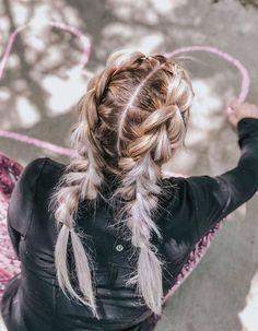 Stunning Hairs Blonde Ponytail