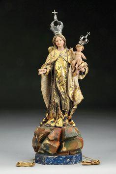 """""""Nossa Senhora do Carmo"""" escultura em madeira policromada, coroas em prata. Portugal séc. XVIII (2ª metade)"""