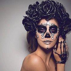 Halloween Makeup Sugar Skull, Sugar Skull Costume, Halloween Masquerade, Sugar Skull Makeup, Sugar Skulls, Pretty Halloween, Halloween Make Up, Halloween Party, Vintage Halloween