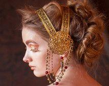 Art Nouveau Style Coiffure - filigrane en laiton et perles de verre rouge - Alphonse Mucha Style casque