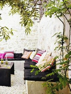 Corner rock garden seating. My kind of spot!