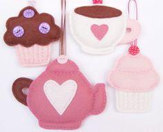 Juego de te, tetera, taza, y pankesitos en fieltro - PDF pattern - Set of four felt ornaments - teapot, teacup, muffin and cupcake - DIY felt decorations, Xmas or Valentine's ornaments,. $7.00, via | http://stuffedanimals243.blogspot.com