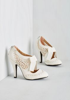 The List Goes Awe and On Heel. Meet your full schedule head on with style and grace in these white oxford heels from Dolce by Mojo Moxy! #white #modcloth