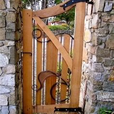 7 Simple and Crazy Ideas Can Change Your Life: Fence Lighting Backyard aluminum fence photo galleries.Old Fence Garden timber fence decks.Garden Fence And Gates. Wooden Garden Gate, Garden Gates And Fencing, Wooden Gates, Garden Doors, Tor Design, Fence Design, Door Gate, Fence Gate, Wire Fence