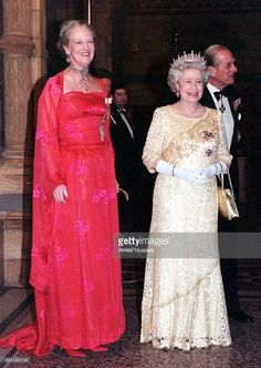 2000 from Queen Elizabeth II's Royal Style Through the Years: 2000 Queen Elizabeth II—in a cream-lace gown—and Queen Margrethe of Denmark greeted guests at a reception in London's Natural History Museum. Hm The Queen, Royal Queen, Her Majesty The Queen, King Queen, Windsor, Prinz Philip, Queen Margrethe Ii, Isabel Ii, Casa Real
