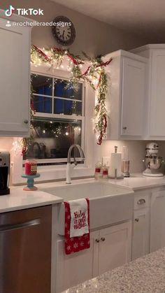 Cosy Christmas, Christmas Feeling, Christmas Room, Christmas Wonderland, Merry Little Christmas, Christmas Decor For Kitchen, Farmhouse Christmas Kitchen, Christmas Living Rooms, Magical Christmas
