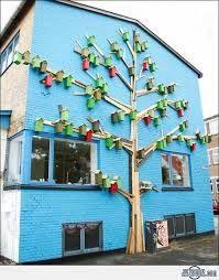 """Happy City Birds"" was created by Thomas ""Dambo"" Winther, who turned trash into this urban bird house complex. Mary Xmas, Happy City, Decorative Bird Houses, Bird Boxes, Street Artists, Sustainable Design, Land Art, Garden Art, Habitats"