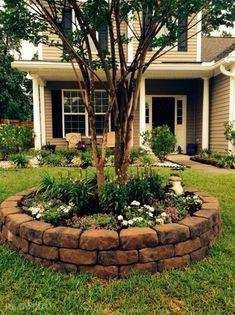 Необычный дизайн цветника круглой конфигурации на территории садового участка.