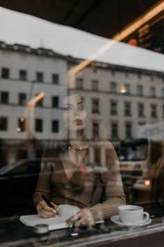 Coffee Shop Photography, Window Photography, Photography Women, Creative Photography, Editorial Photography, Photography Tips, Street Photography, Portrait Photography, Winter Photos