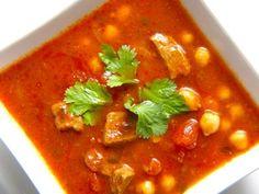 Deze Marokkaanse soep, harira is een super voedzame soep. Je kan de soep serveren daarom prima serveren als maaltijdsoep. De marokkaanse soep is eenvoudig te maken, je hebt alleen wat meer kooktijd nodig.__