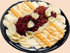 How to Make a Delicious Cheese Tray for Wine Parties thumbnail - Food - Wein Wine And Cheese Party, Wine Tasting Party, Wine Parties, Wine Cheese, Cheese And Cracker Tray, Cheese Platters, Appetizer Recipes, Appetizers, Salsa