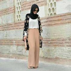 ♥ Muslimah fashion & hijab style I love hijab😘😘❤❤ Arab Fashion, Islamic Fashion, Muslim Fashion, Modest Fashion, Look Fashion, Fashion Outfits, Casual Hijab Outfit, Hijab Chic, Abaya Mode