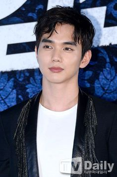 """MBC """"Monarch"""", likely starring Yoo Seung-ho @ HanCinema :: The Korean Movie and Drama Database Initially, the drama was said to have been revised by SBS and the drama is scheduled to film in December. Chinese Tv Shows, Korean Tv Shows, Korean Star, Korean Men, Mask Korean Drama, Yo Seung Ho, Kdrama, Handsome Korean Actors, Drama Fever"""