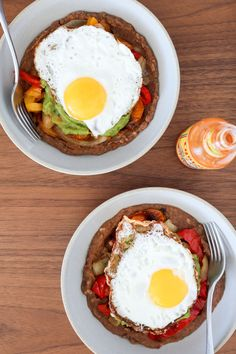 Meal Prep Your Way to This Tasty Huevos Rancheros Breakfast Bowl - http://food.moodious.com/meal-prep-your-way-to-this-tasty-huevos-rancheros-breakfast-bowl/