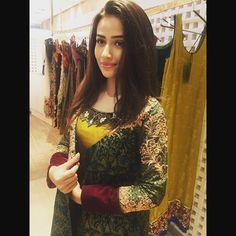 Beautiful Pakistani actress Sana javed