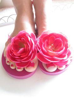 cute toes & flipflops