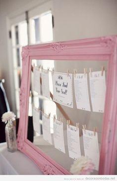 Marco de cuadro de color rosa para poner los nombres de mesa invitados