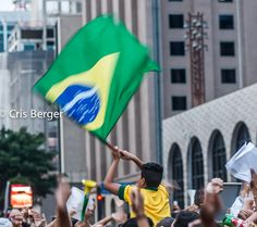 Ensaio fotográfico sobre a manifestação que levou um milhão de brasileiros às ruas em protesto a corrupção do Governo Dilma, escândalo da Petrobras e inflação no Brasil. Um dia que ficou marcado na história da política brasileira. #mudabrasil #porumbrasilmelhor #manifestaçãoavenidapaulista #avemidapaulista #impeachmentdilma #brasil #sãopaulo #protestosaopaulo