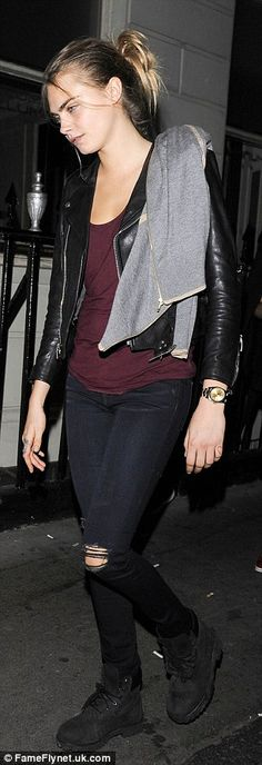 Suki Waterhouse debuts new brunette hair as she heads to the Lauryn Hill gig with Cara Delevingne | Daily Mail Online