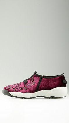 Laceless purple velvet runner shoes