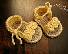 Crochet Baby Booties Pattern Baby Sandals por HandHeartandSole