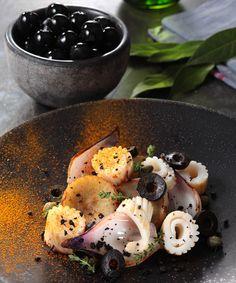 Calamars flashés, artichauts aux olives noires et cumin #recette #gastronomie #gastronomy #recipe #pornfood #foodporn