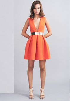 Instant Discovery # AQ / AQ for your evening wear - The Girl Scouts Robes Orange, Orange Dress Outfits, Casual Dresses, Fashion Dresses, Women's Fashion, Fashion Silhouette, Evening Dresses, Summer Dresses, Just Style