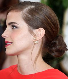 Golden Globes 2014: Emma Watson's Pink Lips and Sleek Chignon - Beauty Editor: Celebrity Beauty Secrets, Hairstyles