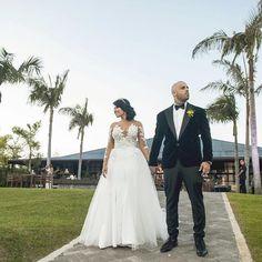 Nicky Jam @nickyjampr: Aquí una de tres fotos que les voy a regalar con mi bella esposa Angelica Cruz, Nicki Jam, Diamond Nail Art, Hollywood, Bella, Wedding Hairstyles, Photo And Video, Wedding Dresses, Celebrities
