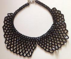 Collana colletto, realizzata a mano, in cristalli.