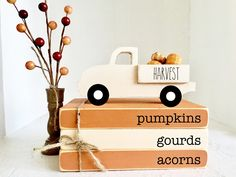 Halloween Mignon, Fete Halloween, Halloween Decorations, Harvest Decorations, Halloween 2020, Thanksgiving Decorations, Seasonal Decor, Fallen Book, Wooden Truck