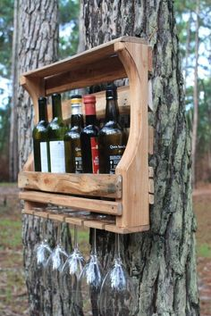 Look around a wide selection of wine tray models, along with edge attached violet stages and unique violet flask keepers. Bar Pallet, Pallet Wine, Pallet Art, Pallet Crafts, Diy Pallet Projects, Wood Projects, Wine Bottle Glass Holder, Wine Glass Holder, Rustic Wine Racks