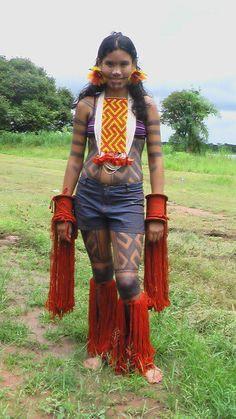Taíno Se ha sugerido que Sociedad Taína sea fusionado en este artículo o sección (discusión). Una vez que hayas realizado la fusión de artículos, pide la fusión de historiales aquí. Grupos taínos a la llegada de los europeos, al final del siglo XV. En verde, ubicación de los caribes, pueblo belicoso de origen arahuaco como los taínos. Los taínos fueron los habitantes precolombinos de las Bahamas, las Antillas Mayores y el norte de las Antillas Menores. Se trata de un pueblo que llegó…