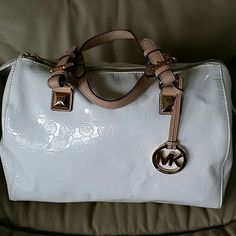 Michael Kors % Michael Kors. Barely wore it. Comes with dust bag. No tears and no stains. Just sitting in my closet. Really good condition. MICHAEL Michael Kors Bags Hobos