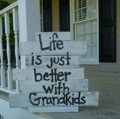 Need a Gift for Grandparents Day September Look at this Pallet Sign! gift for grandparents Grandparents Day Pallet Signs Diy Pallet Projects, Wood Projects, Woodworking Projects, Furniture Projects, Pallet Ideas, Pallet Crafts, Wood Ideas, Grandkids Sign, Wood Crafts