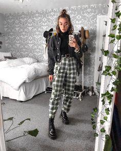 "12.5 mil Me gusta, 74 comentarios - Sophie Rose Seddon (@sophie.seddon) en Instagram: ""Forever wearing checkered pants 🍒"""
